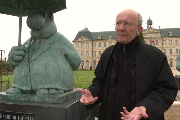 """Le dessinateur Philippe Geluck présente à Caen l'exposition """"Le chat déambule"""" : vingt statues de bronze représentant son personnage fétiche"""
