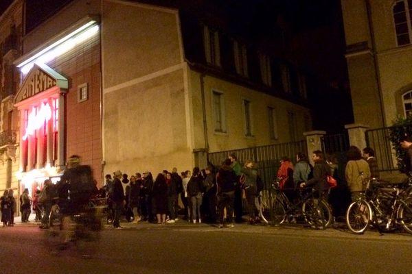 La foule pour la réouverture au cinéma Arvor de Rennes