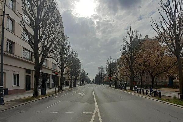 """""""Que faire à Rennes, si tout est fermé, si l'activité sportive est limitée au pâté de maisons de son quartier? Pas grand chose, sinon rester cloîtré chez soi, dans son deux pièces sans balcon."""" (Un Rennais qui a fui la ville)"""