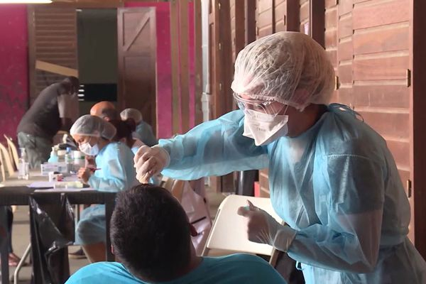 Cinq soignants de l'hôpital de Creil sont partis en renfort pour aider les médecins de Kourou à lutter contre l'épidémie de Covid-19.