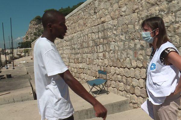 Agnès Gillino, coordonnatrice de générale de Médecins du Monde prend connaissance de la situation