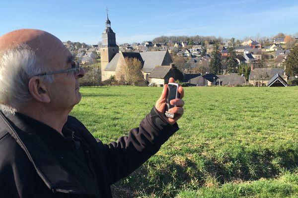 A Montreuil-sous-Pérouse (Ille-et-Vilaine), l'une des zones blanches du département, il faut sortie de la commune pour espérer passer un coup de téléphone.