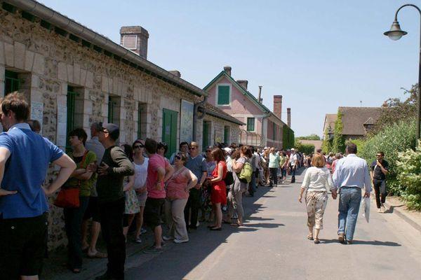 La rue principale de Giverny sera équipée de chicanes
