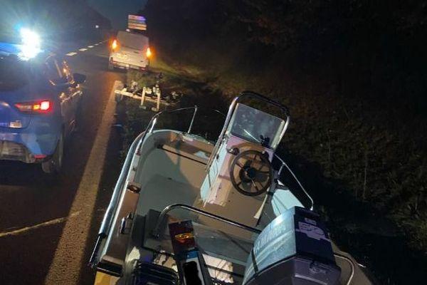 La remorque s'est détachée de la voiture sur l'A 84 mais la voiture a poursuivi son chemin.