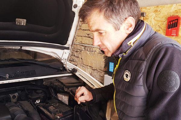 Marc Blaudin est garagiste dans le village de Venansson dans les Alpes-Maritimes.