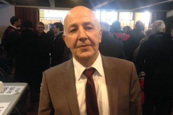 Mahfoud Aomar arrive en tête du premier tour du scrutin à l'élection sénatoriale partielle de l'Yonne (ici lors du scrutin salle Vaulabelle à Auxerre)