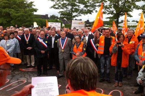 Manifestation à Pleucadeuc (56) contre les suppressions d'emplois chez Doux