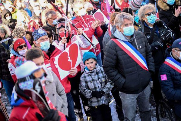 Les élus et les professionnels des stations se mobilisent depuis plusieurs jours, comme ce mercredi 2 décembre à Bourg-Saint-Maurice, en Savoie.