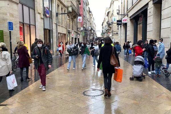 La rue Sainte-Catherine, premier jour des soldes 20 janvier 2021 à Bordeaux