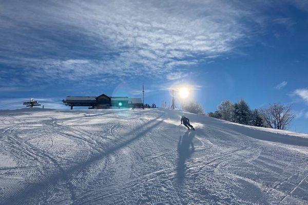 Le domaine skiable est en grande partie fermé dans les stations de Nice Côte d'Azur et les pratiquants engagent leur responsabilité en cas d'accident.