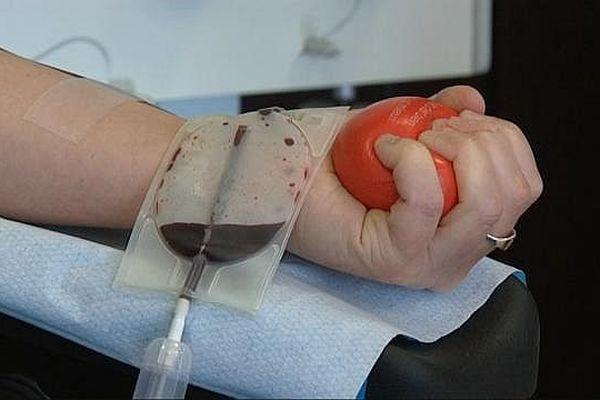Le centre de collecte du sang de Dijon a été pris d'assaut par les volontaires venus donner leur sang après les attentats survenus à Paris dans la nuit du vendredi 13 novembre 2015.