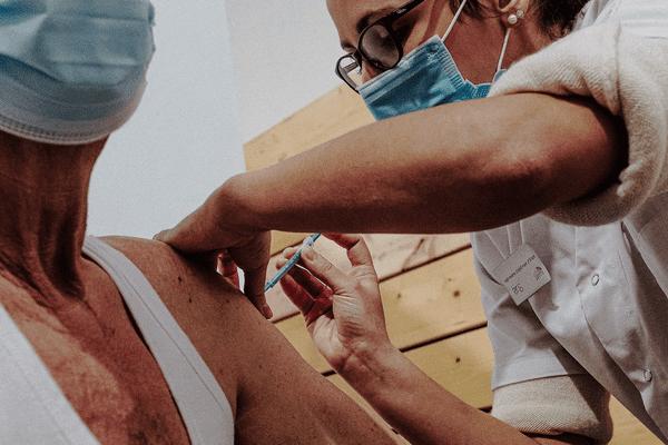 De nouvelles opérations de vaccinations mises en place par l'Agence Régionale de Santé de Normandie et la Préfecture du Calvados face à cette nouvelle vague dans le département.