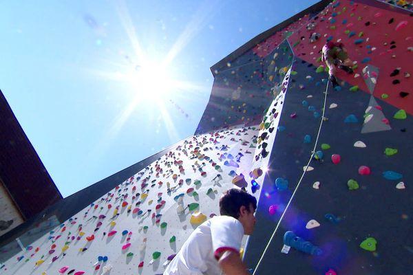 Le mur extérieur culmine à 25 mètres de haut.