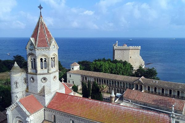 L'abbaye St-Honorat compte 20 moines au total.