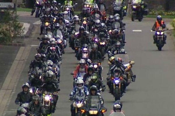 Le cortège des manifestants à deux roues est parti de Clermont-Ferrand pour terminer sa course aux portes du mythique circuit.