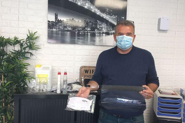 Visières, masques, gel hydroalcoolique et désinfectant pour l'habitacle des voitures sont prêts