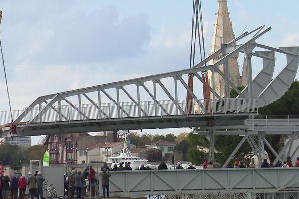 La volée du pont du Gabut suspendue dans les airs.