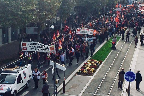 Les fonctionnaires défilent, mardi 10 octobre, dans les villes d'Auvergne-Rhône-Alpes. Comme ici, à Saint-Etienne dans la Loire.