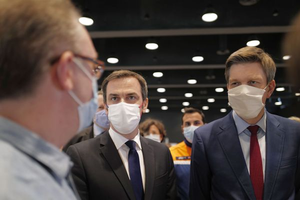 """Le ministre de la santé, Olivier Veran en déplacement à Nancy. s'est exprimé sur le sujet : """"Il y a évidement dans le cadre du suivi de pharmacovigilance des études qui sont faites par les autorités sanitaires en lien avec les médecins pour déterminer s'il y a un lien ou non avec la vaccination"""""""