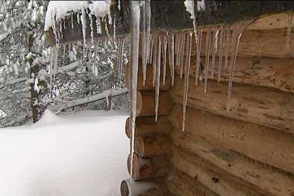 Les récentes chutes de neige et la baisse des températures permettent au domaine du Guéry (63) d'ouvrir enfin ses infrastructures.