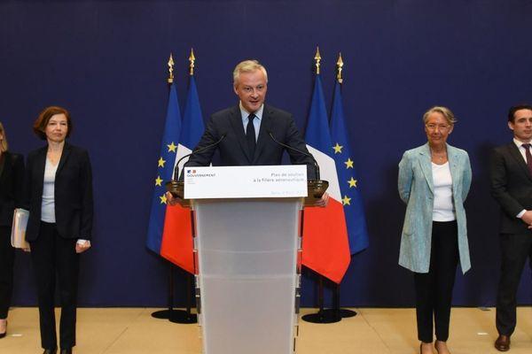 Bruno Le Maire et les membres du gouvernement impliqué dans le plan de relance du secteur aéronautique - Paris le mardi 9 juin 2020