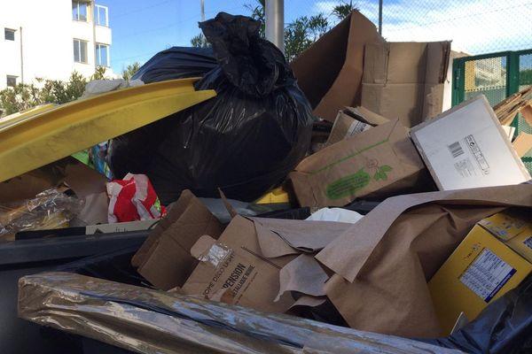 Montpellier : les éboueurs de la société Urbaser en grève, des poubelles qui débordent