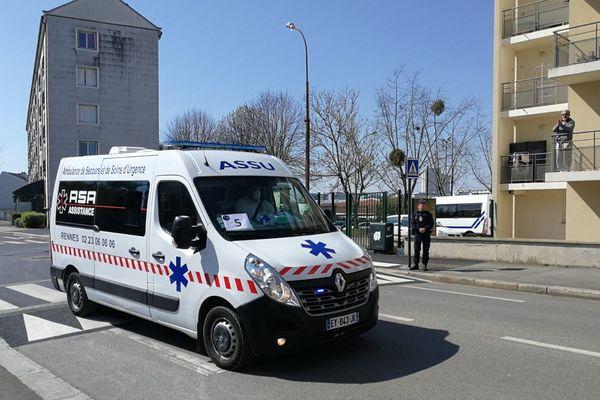 Les ambulances sont sur le pont depuis le début de la crise, comme ce 1er avril, quand ils ont pris en charge les malades parisiens