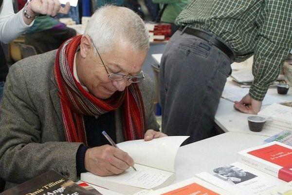 Denis Tillinac en dédicace à la Foire du livre de Brive en novembre 2005.