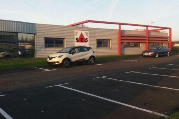 L'entreprise SES produit des panneaux de signalisation routière à Tours Nord.
