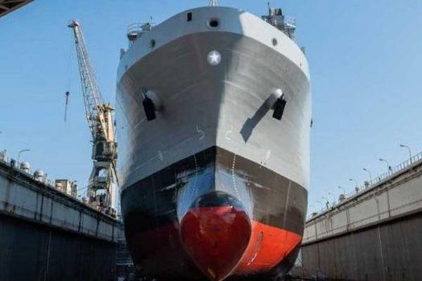 Le pétrolier ravitailleur LSS Vulcano de la marine italienne, construit par les chantiers Fincantieri