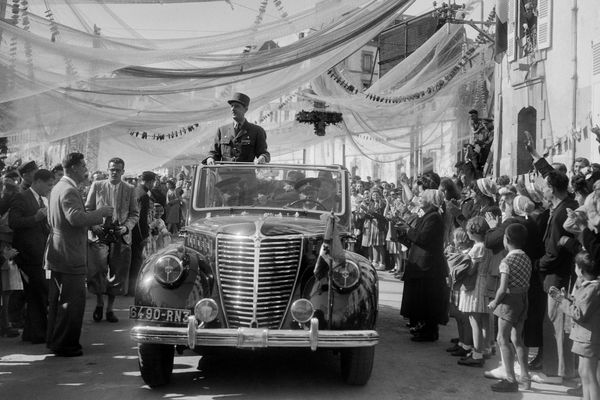 Le général de Gaulle à Douarnenez le 22 juillet 1945