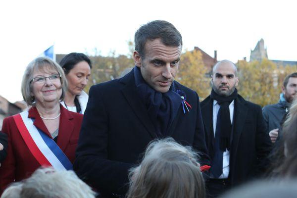 Le président Emmanuel Macron a prévu de passer deux jours à Amiens ces 21 et 22 novembre (ici à Péronne en compagnie de la maire Thérèse Dheygers le 9 novembre 2018).