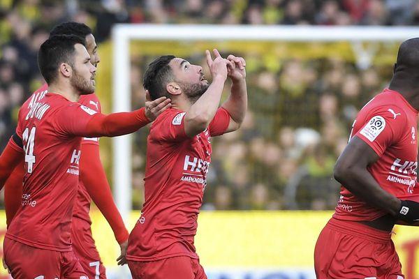 Emiliano Sala était dans tous les coeurs ce dimanche après-midi à La Beaujoire à l'occasion de la rencontre entre le FC Nantes et le Nîmes Olympique. Mais, alors que les Nantais avaient ouvert le score, ce sont les Nimois qui sont revenus à la marque avant de prendre l'avantage.