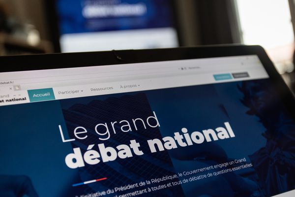 Le Gouvernement engage un grand débat national permettant à toutes et tous de débattre de questions essentielles pour les Français.
