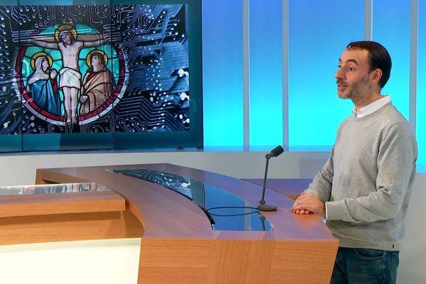 Guillaume Roudier accomplit le grand écart entre l'Eglise et les nouvelles technologies.