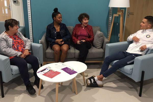 Françoise, Elodie, Jacqueline et Yassine espèrent tous les quatre que le mélange des générations se fera naturellement au fil du temps.