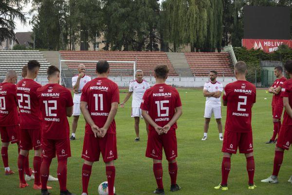 Les joueurs du FC Annecy et l'entraîneur du club, Michel Poinsignon, le 5 août 2019.