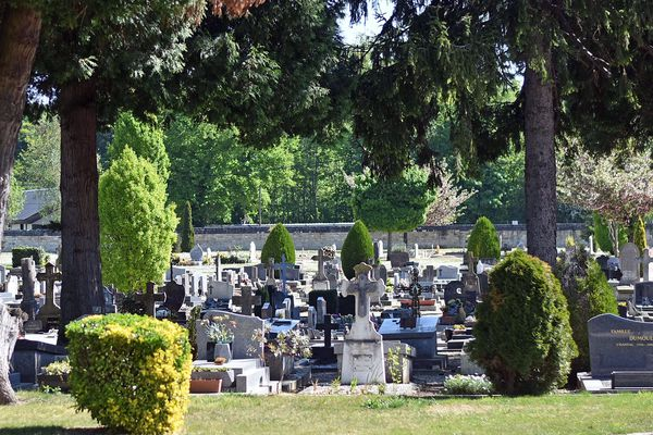 Un dispositif de sécurité est mis en place pour accéder aux cimetières compiégnois.