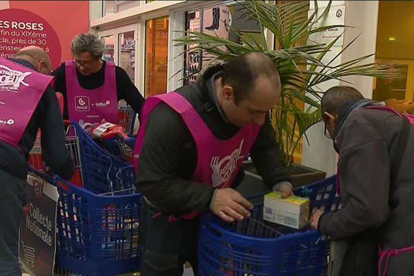 Rhône : zoom sur la Collecte 2018 des Restos du coeur. Les bénévoles de l'association sont présents dans 81 magasins du département cette année