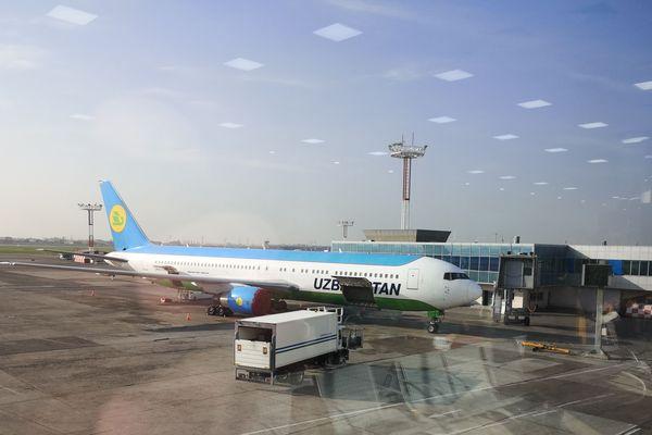 L'avion de l'Uzbekistan Airways qui a acheminé les 5 français vers Munich en Allemagne