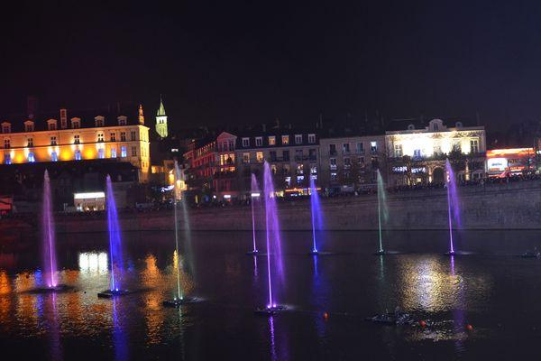 C'est beau une ville la nuit.