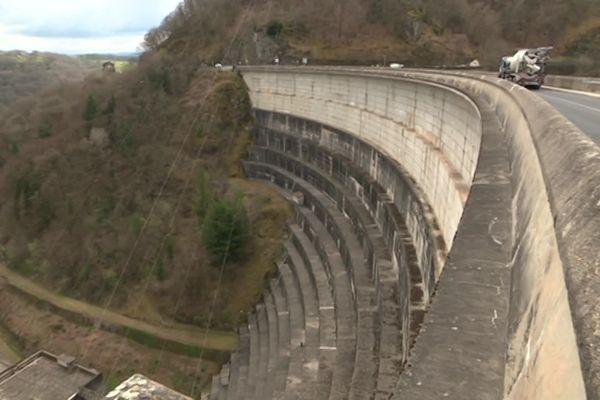 Le barrage de Bort-les-Orgues, en Corrèze.