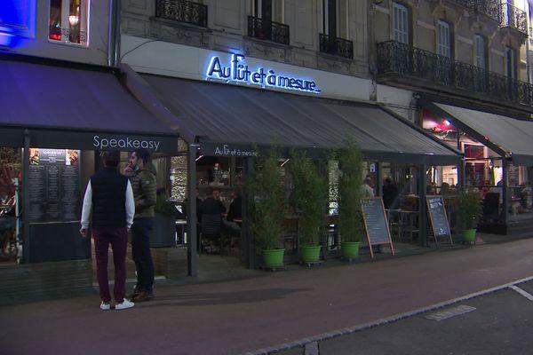 Aux alentours de 22 h à Dijon, peu ou pas de clients dans les rues, à croire que la consigne avait été devancée par les consommateurs