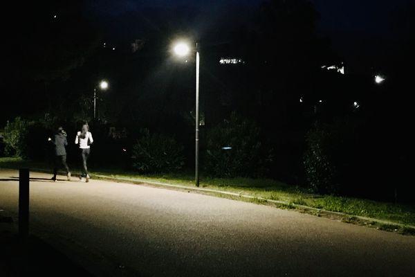 Difficile de résister à l'envie de discuter pour que les kilomètres semblent moins loin, même à l'heure de la distanciation sociale