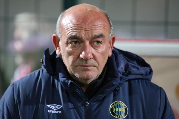 Bruno Luzi est l'entraîneur du FC Chambly depuis 1989 et coache de l'équipe première depuis 2001.