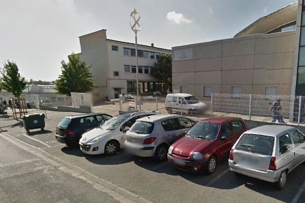 L'entrée du lycée Louis-Armand à Poitiers (86)