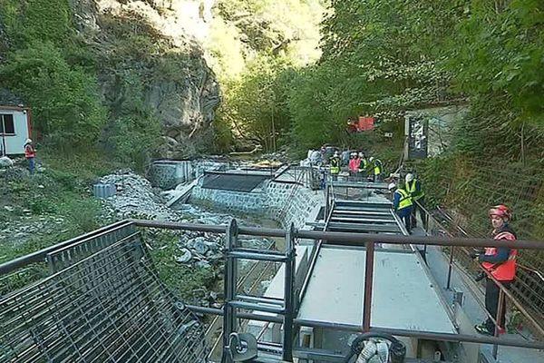 Thuès-Entre-Valls (Pyrénées-Orientales) : travaux titanesques dans les Gorges de la Carança pour capter l'eau de la rivière - octobre 2019.