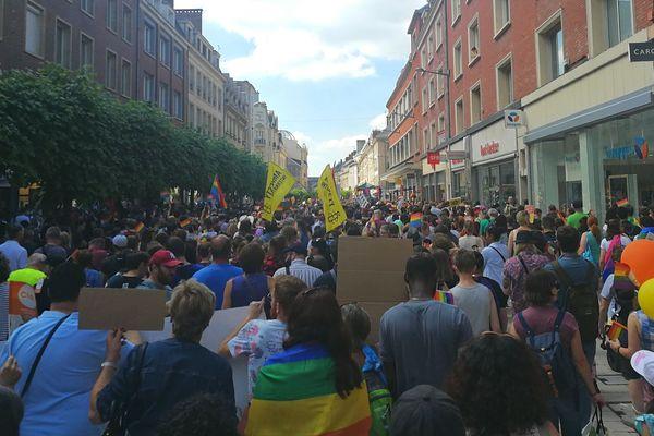 Le cortège de la marche des fiertés dans les rues d'Amiens le samedi 22 juin 2019