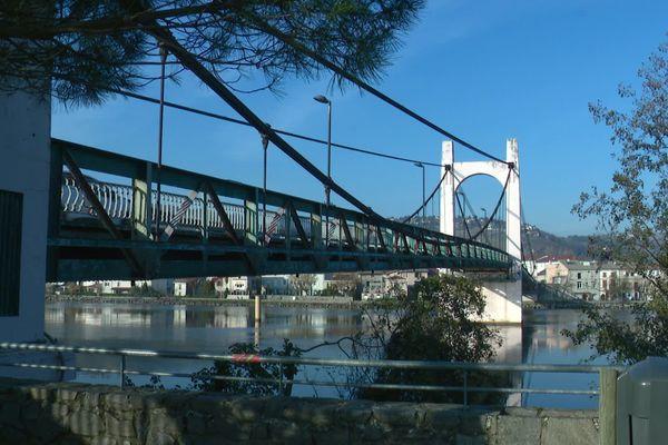 Le pont de Condrieu, interdit aux plus de 19 tonnes, à partir de ce mercredi 25 novembre.