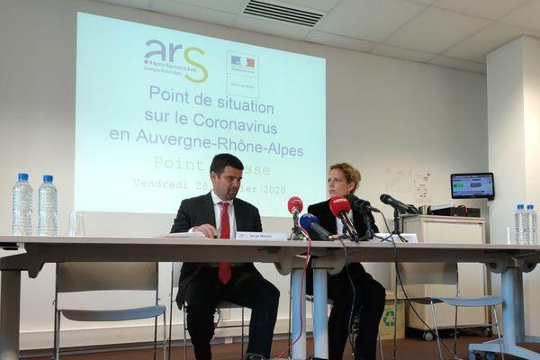 Point presse Coronavirus - Covid 19 du vendredi 28 février 2020. Le point sur les quatre nouveaux cas en Auvergne Rhône-Alpes, trois en Haute-Savoie et un à Lyon.